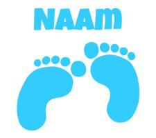 babyblauwe raamsticker met voetjes